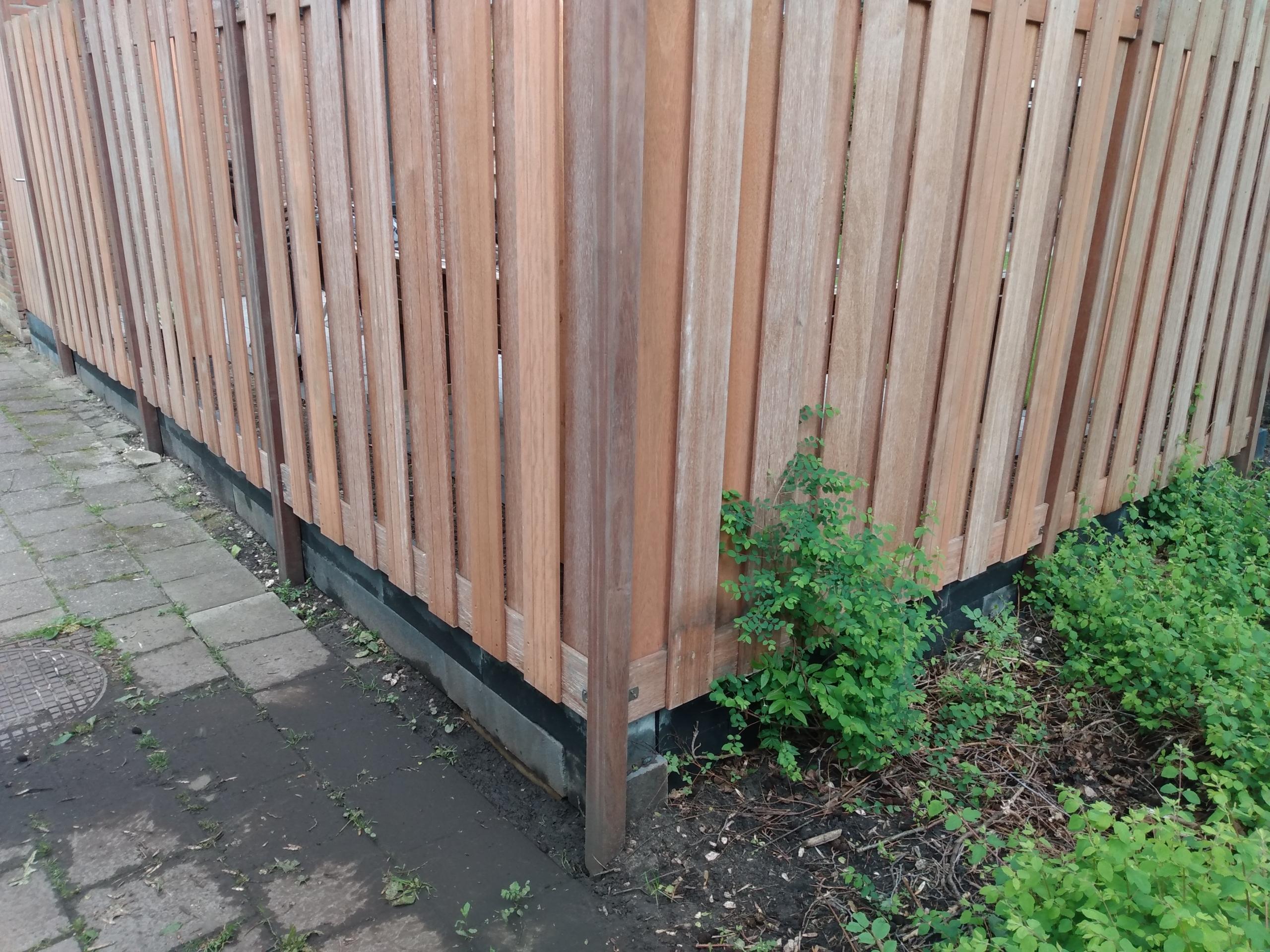 Aanleg van schutting met betonfundering. Foto: RS aannemersbedrijf